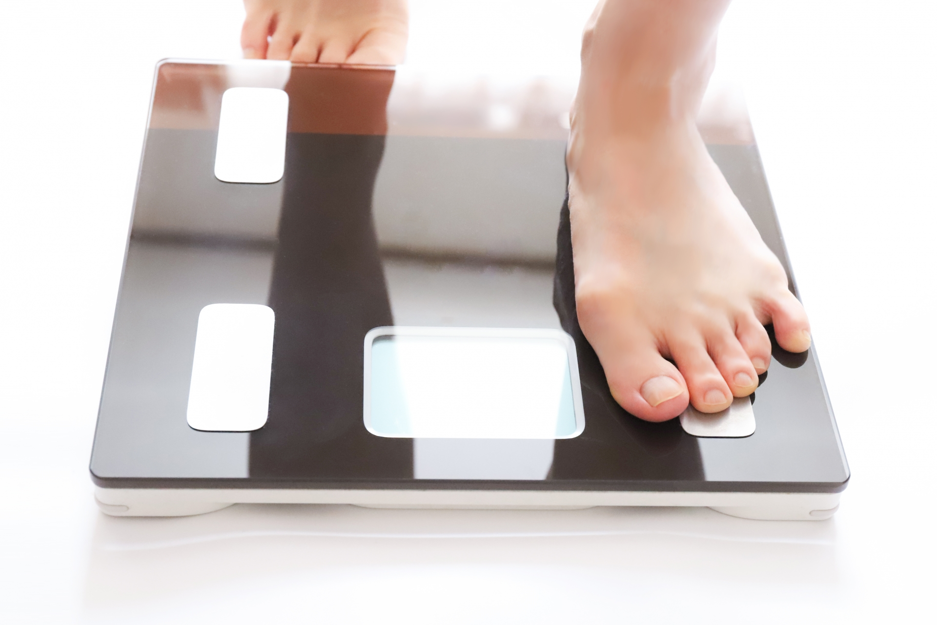 【体重計】タニタとオムロンはどっちがいい?おすすめ機種を調べてみた